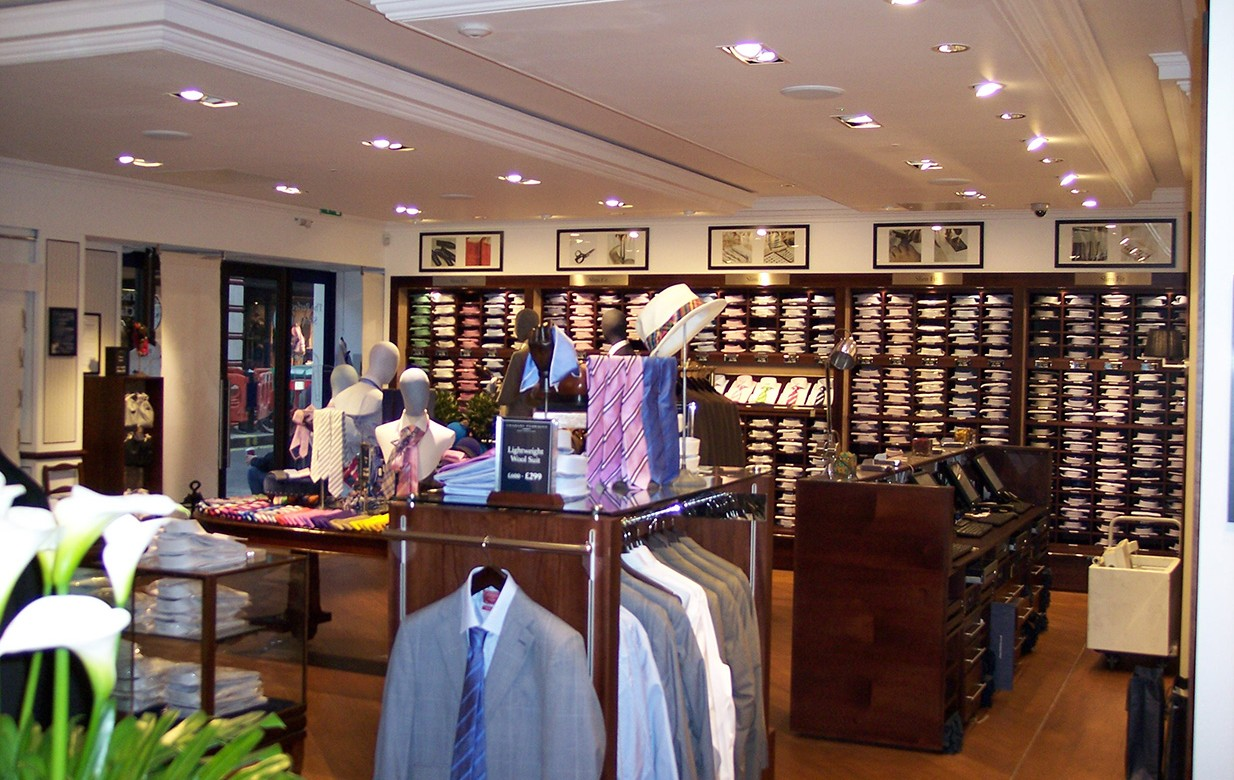 Dec 02,  · As one of only a handful of Charles Tyrwhitt stores in the US I was very happy to find one in my travels to Chicago. The shirts here, which I have been buying online for well over a year, are reasonably priced and of very high quality. They seem to constantly running a special where they are 4 4/4(29).